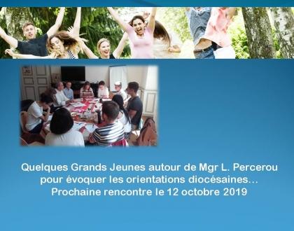 Quelques Grands Jeunes autour de Mgr L. Percerou pour évoquer les orientations diocésaines : prochaine rencontre le 12 octobre.